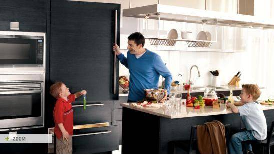I know it doesn't look colorful, but look at how much this family loves the distinction of Sub-Zero's carbon stainless steel finish! It's a departure from the ubiquity of SS, yet it retains the much-beloved sophistication. Call it compromise.