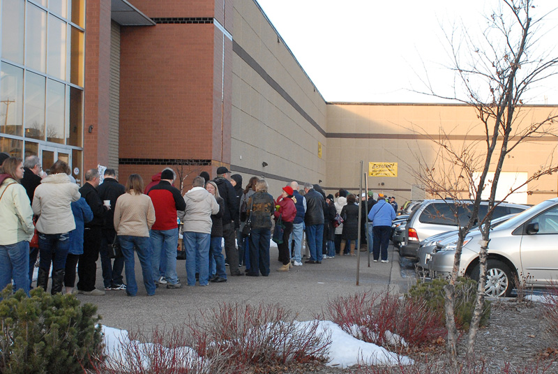 Here are some Extreme Sale pros, lined up before the sale.